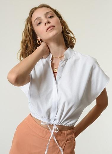 NGSTYLE NGSTYLE Kadın Crop Bağlama Detay Günlük Gömlek Beyaz
